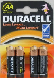 4 x Duracell AA