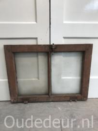 nr. r222 oud raam