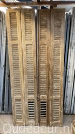 nr. L64 twee  oude louvre deuren