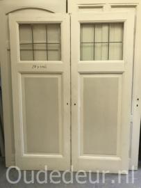 nr. GL437 twee gelijke antieke  deuren met glas in lood