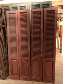 L537 Grote serie rode louvre deuren