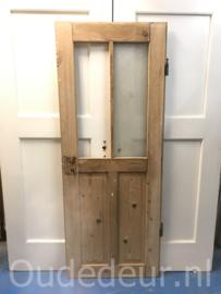 nr. 1082 geloogde deur met een hele ruit