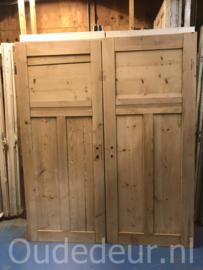 nr. 1077 twee geloogde oude deuren