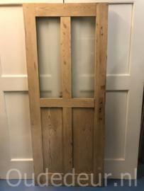 nr. 1070 geloogde deur met twee ruiten