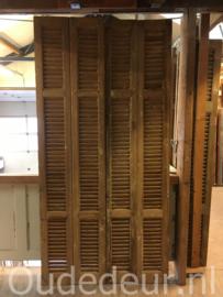 nr. L32 serie van 36 gelijke oude kale grenen louvre deuren