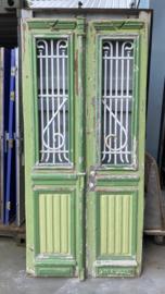 nr. set874 stel antieke deuren met smeedijzer