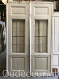 nr. e233 set antieke  enuite deuren met glas in lood
