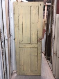 nr. 4118 opgeklampt deurtje