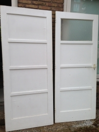 nr. 39b viervlaks deur met smalle tussen stukken en een ruit