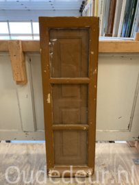 nr. r238 oude raam met binnen luik