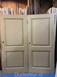 nr. 1e 4 gelijke oude kastdeuren