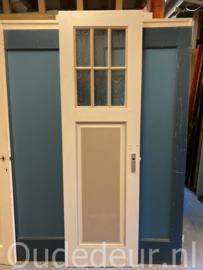 nr. 1103 smalle oude deur met ruitjes