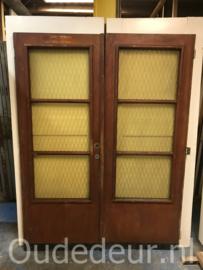 nr. set725 stel deuren met gele ruiten