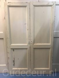 nr. 1E/s twee gelijke oude deuren met ruwe zijde
