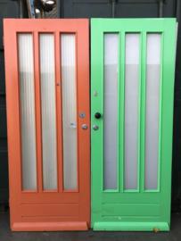 nr. v118 serie gelijke voordeuren met 3 staande ruiten