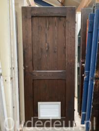 nr. 4477 opgeklampte deur