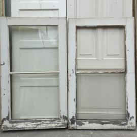 nr. r52 2 gelijke oude ramen, nog een over