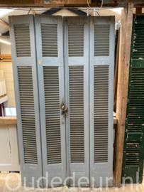 nr. L541 vier blauwe oude louvre deuren