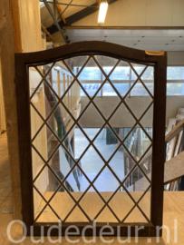 nr. gl499  glas in lood raam met toog
