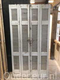 nr. L209 vier oude witte louvres