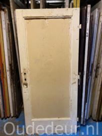 nr. 1390 oude deur met een vak