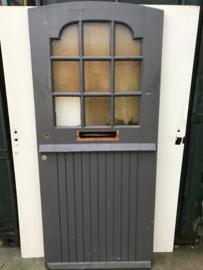 nr. v113 oude voordeur met ruitjes, rond boven