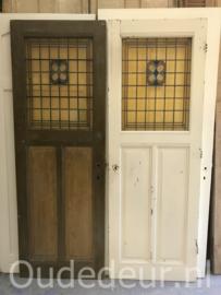 nr. GL440 enkele oude glas in lood deur (linker)