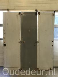 nr. set896 drie gelijke hoge deuren, was een sschuifwand