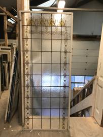 gL441 a hoge glas in lood raam