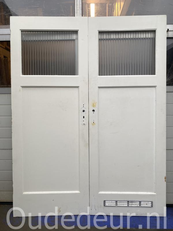 nr. 70 oude paneeldeur met raampje