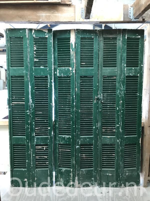 nr. L577 serie van zes groene louvre luiken