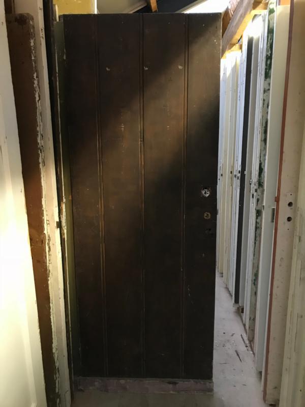 nr. 1560 opgeklampt deurtje