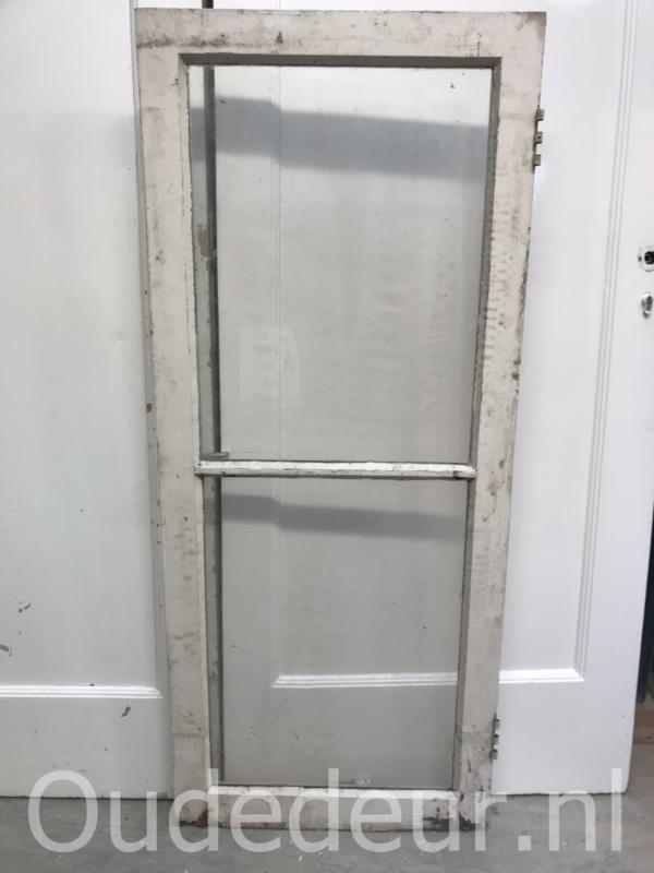 nr. r210 oude raam met twee vakken