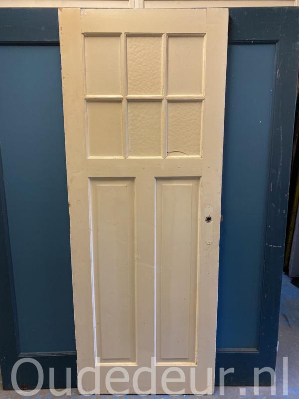 1097 oude deur met overgeschilderd glas
