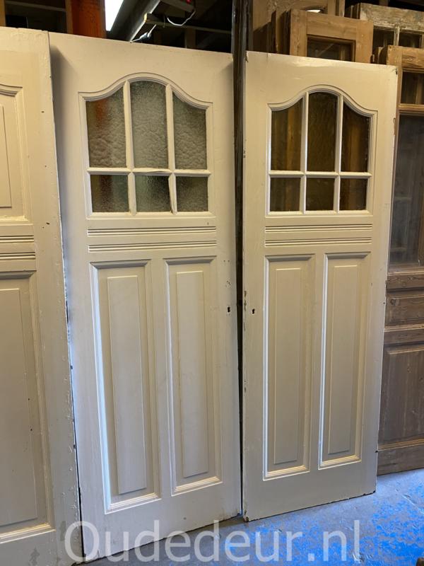nr. 1475 2 gelijke antieke deuren met ruitjes