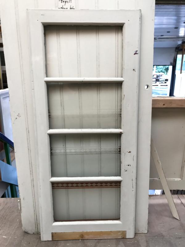 nr. r157 oud raam met bijzondere ruitjes