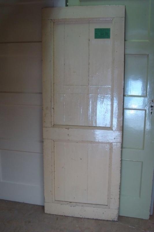 nr. 590 Opgeklampte deur