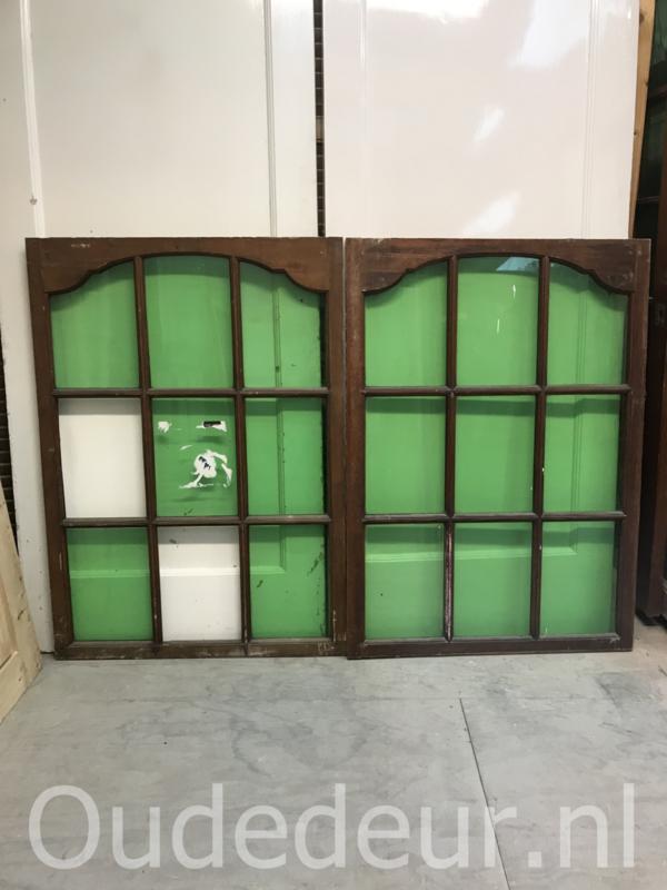 nr r187 twee keer raam met groen glas