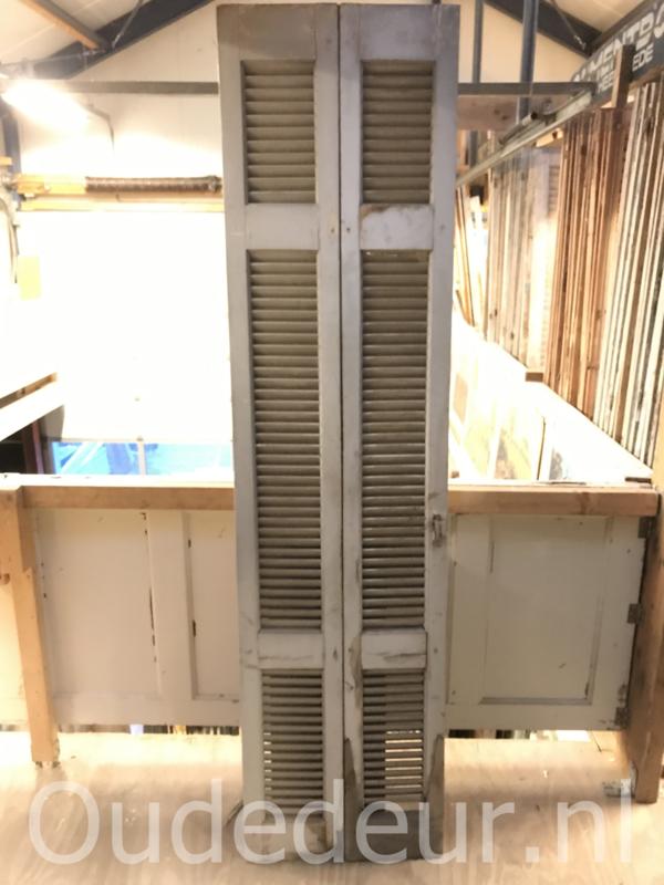 nr. L498 2 stuks oude louvre deuren