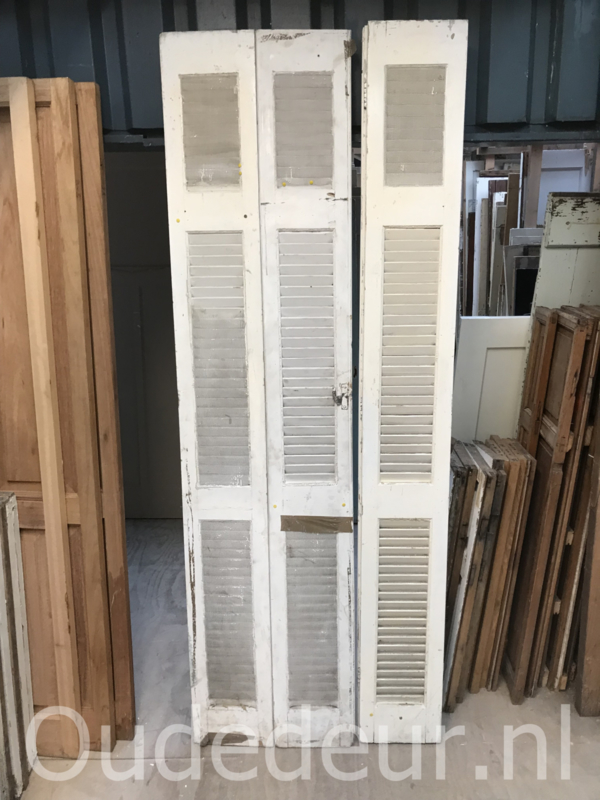 nr. L236 3 smalle louvre deuren