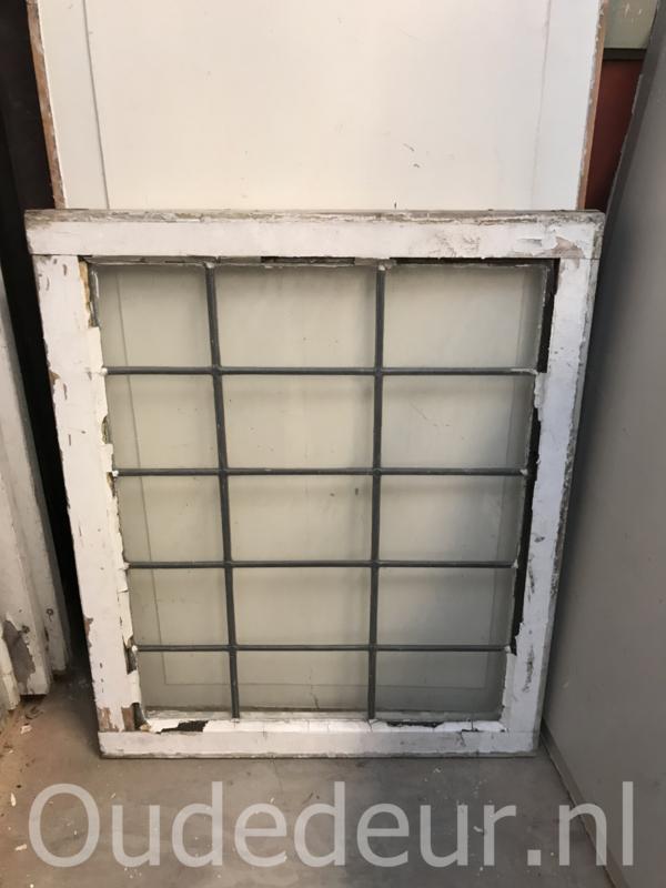 nr. GL396 blank glas in lood raam