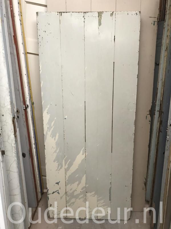 nr. 4237 opgeklamte oude deur