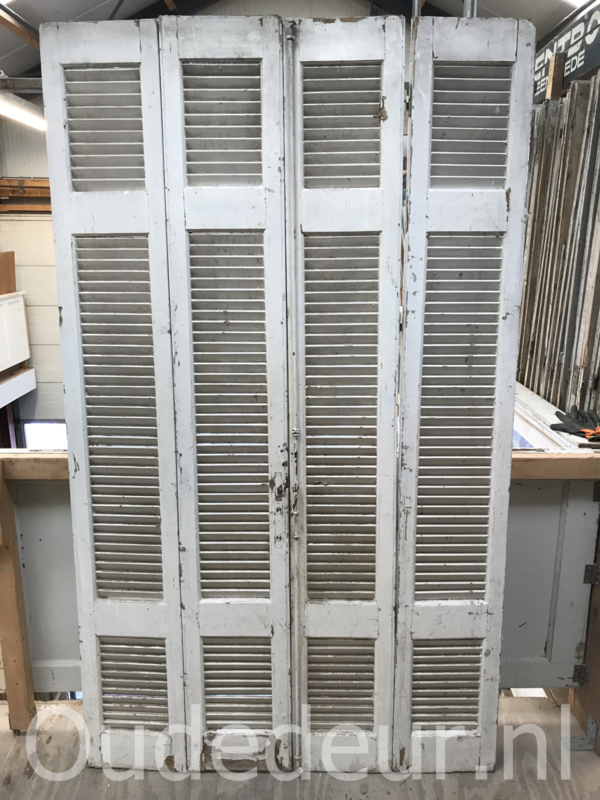 nr. L203 vier oude witte louvre deuren