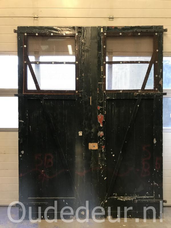 nr. set898 twee grote garage deuren