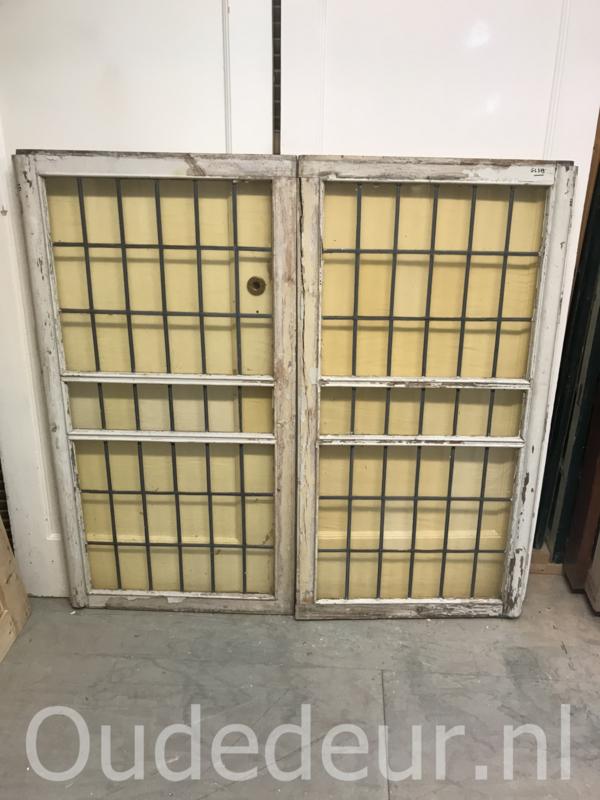nr. GL 379 glas in lood raam gelig twee stuks