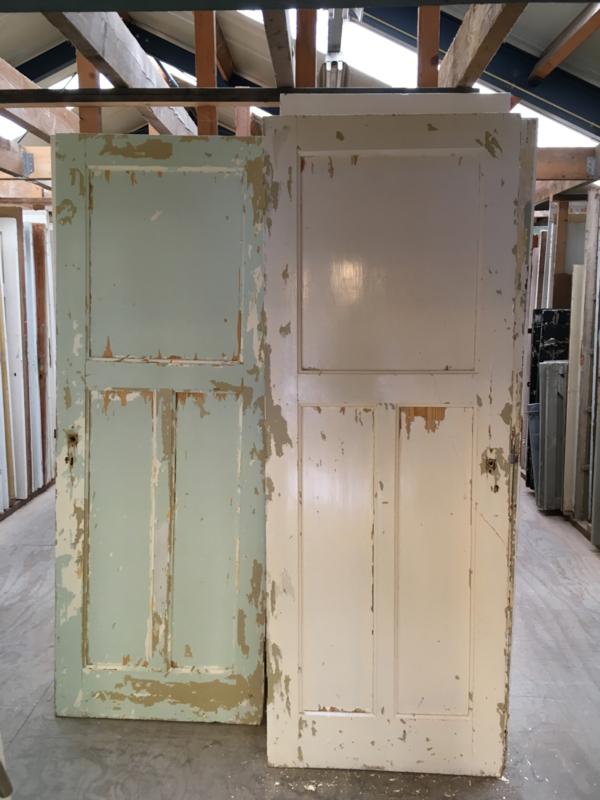 nr. 37 paneeldeuren met grenen panelen