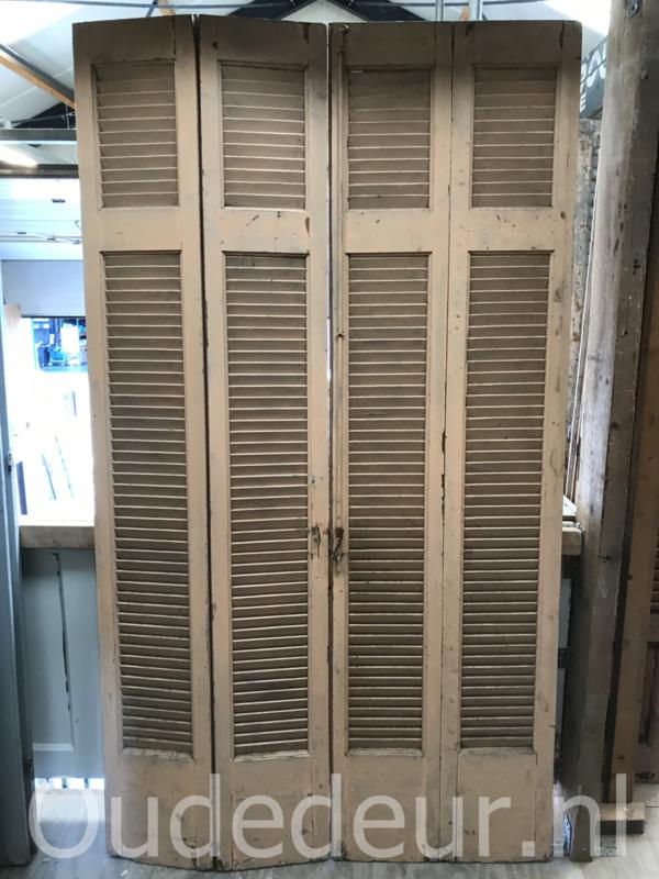 nr. L520 set van vier louvre deuren