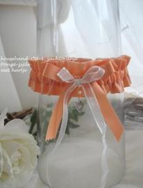 Kousenband  OR-3  zacht-oranje /peach met grote strik en hartjes bedel