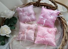 Roze ringkussentjes 14 x 14 cm