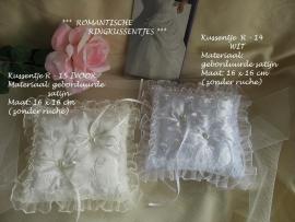 Romantisch kussentje  R-14 wit en R-15  ivoor  NIEUW !!